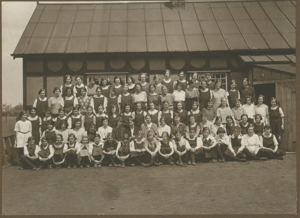 A School photograph taken in 1922 in front of the cottage